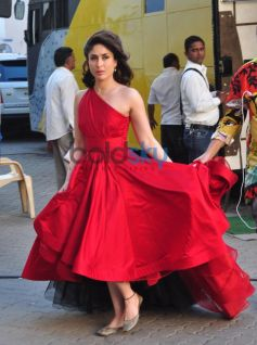 Kareeena Kapoor Khan stuns in red at mehboob studio bandra