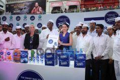 Karishma Kapoor unveils Tempo Smart Foodie campaign