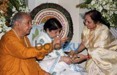 Lata Mangeshkar receives 1st Sathkalaratna Puraskar