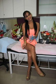 Poonam Pandey at skin Clinic La Piel launch