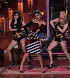 Priyanka Chopra dance performance at Comidy Nights with Kapil show
