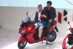 Ranbir Kapoor with Hero Motocorp MD Pawan Munjalat at Auto Expo 2014