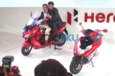 Ranbir Kapoor with Hero Motocorp MD Pawan Munjalat during Auto Expo 2014