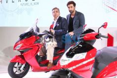 Ranbir Kapoor with Pawan Munjal at Auto Expo 2014