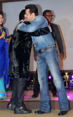 Salman Khan hugs A.R. Rahman druing album launch