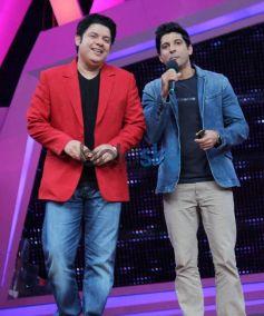 Sazid Khan and Farhan Akthtar during Nach Baliye 6 finale