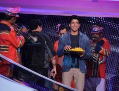Farhan Akhtar at nach baliye stage for Shaadi Ke Side Effects promotion