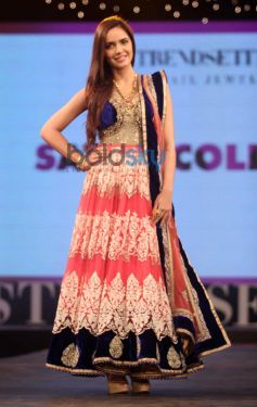 Shazahn Padamsee ramp at Launch of Retail Jeweller Indian Trendertter 2014