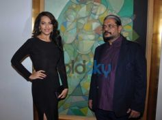 Sonakshi Sinha  with Neeraj Goswami during Painting Exhibition