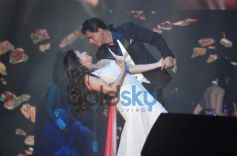 SRK and Madhuri Dixit Nene perform for Temptation Reloaded 2014 Malaysia