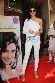 Sushmita Sen Unveils skin Clinic La Piel