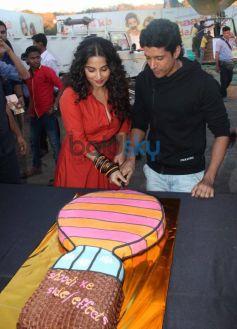 Vidya Balan and Farhan Akhtar cutting cake during SKSE Promotion