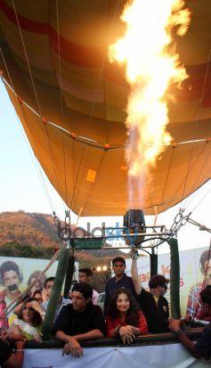 Vidya Balan and Farhan Akhtar SKSE Promotion in air balloon