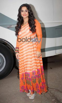 Vidya Balan in orange dress at Bade Achhe Lagte Hain sets