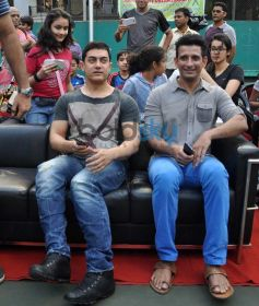 Aamir Khan,Sharman Joshi attend Women's Open Tennis Tournament