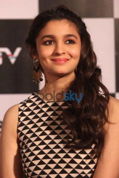 Alia Bhatt stuns during 2 States launch