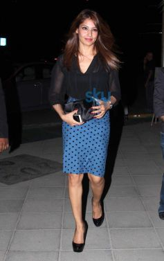 Bipasha basu snapped at yauatcha restaurent in bandr