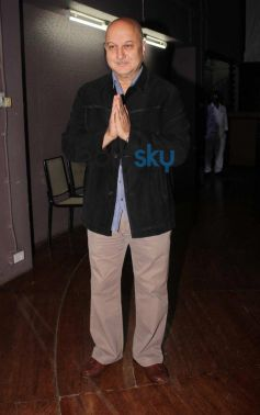 Anupam's Kher snapped during 200th stage performance