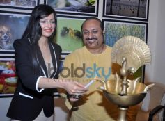 Divya Khosla Kumar and Lesle Lewis at photography exhibition