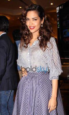 Esha Gupta stuns during Vasu Bhagnani Pooja films Party