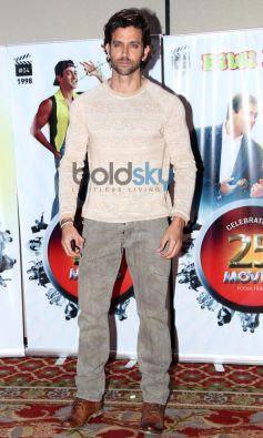 Hrithik Roshan stuns during Vasu Bhagnani Pooja films Party