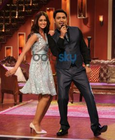 Illeana D'cruze stuns at Comidy Nights with Kapil