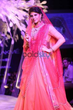 Jacqueline Fernandez walks for LFW 2014 Tarun Tahiliani Show