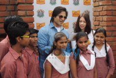 Kalki Koechlin & Vivek Oberoi laying the foundation to help P&G Shiksha School