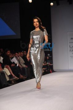 kangana ranaut walks for LFW 2014 Dorothy Perkins show