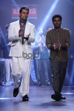 Randeep Hooda walks forThe Woolmmark Company and Raymond show