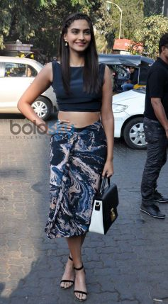 Sonam Kapoor stuns during Bewakoofiyan promotion