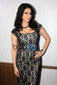 Sunny Leone stuns at  comidy nights during Ragini MMS 2 promotion
