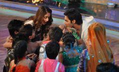Varun and Illeana stuns during Main Tera Hero Promotion