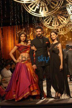 Shilpa Shetty Kundra with Harman Baweja at WIFW 2014 Tarun Tahiliani show