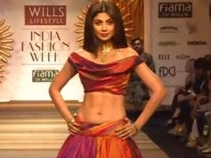 Shilpa Shetty walks during Wills India Fashion Show 2014