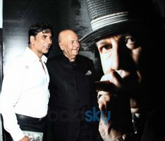 Akshay Kumar with Prem Chopra at Biography Launch