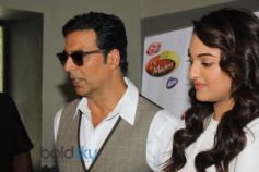 Akshay and Sonakshi during Holiday film promotion