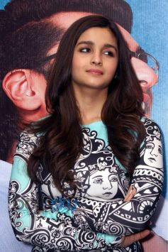 Alia Bhatt stuns during 2 States promotion