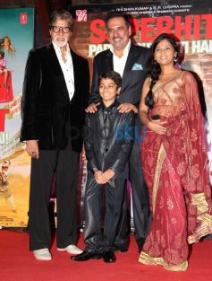 Amitabh Bachchan with cast during Bhootnath Returns Success party