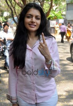 Celebs snapped casting their Votes at bandra