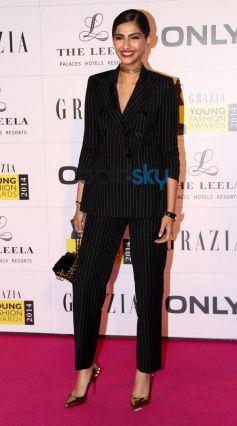 Sonam Kapoor stuns at Grazia Young Fashion Awards 2014