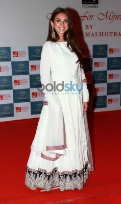 Aditi Rao Hydari stuns at Men For Mijwan charity fashion