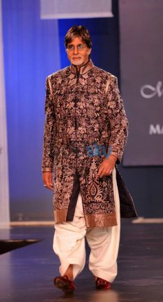 Amitabh Bachchan walks ramp at Men For Mijwan charity fashion