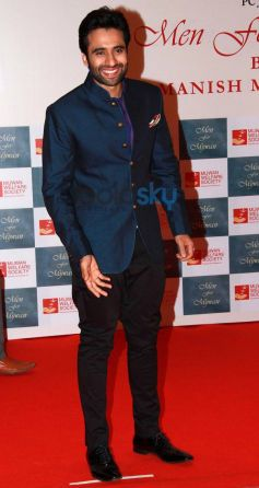 Jackky Bhagnani stuns at Men For Mijwan charity fashion