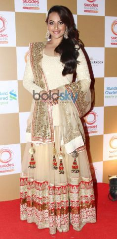Sonakshi Sinha stuns at Swades Foundation star studded fundraise