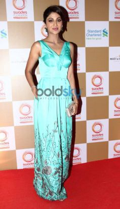 Shilpa Shetty Kundra stuns at Swades Foundation star studded fundraise