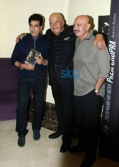 Rakesh Roshan and Jeetendra with Prem Chopra at Prem Chopra Biography Launch