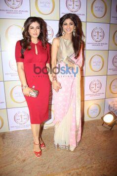 Raveena Tondon with Shilpa Shetty Kundra during Satyug Gold party