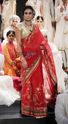 Shraddha Kapoor ramp walks for Rohit Bal show