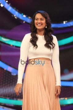 Sonakshi during Holiday film promotion